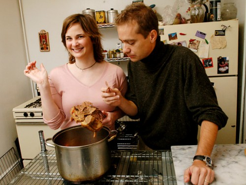 "Eric and Julie Powell pose for a photograph in their home on October 18, 2005. Julie's new book ""Julie and Julia"" was recently released. Eric tasted the food in her book.   Original Filename: 10_18julieandjulia05.jpg"