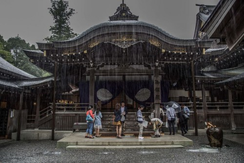 Emotional-some-views-of-Japans-rainy-season-576d1b404240e__880