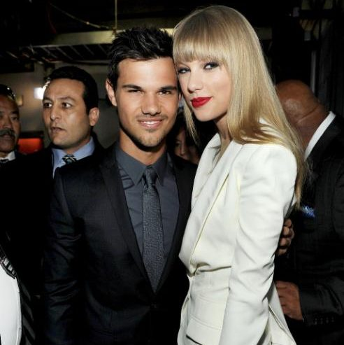 100845091_Taylor_Lautner_and-large_trans++Xw_q8sP29F1hRGB6m7SSNZ5f1CH_onSbhMVt-2trWU8